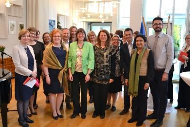 Der Vorstand des finnischen DLV, der IDV-Vorstand und die Frau Botschafterin